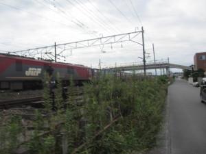 安積永盛駅北側ですれ違った貨物列車